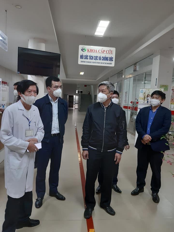 Thứ trưởng Bộ Y tế Nguyễn Trường Sơn kiểm tra công tác phòng, chống dịch tại Bệnh viện đa khoa Hòa Bình – TP Hải Dương