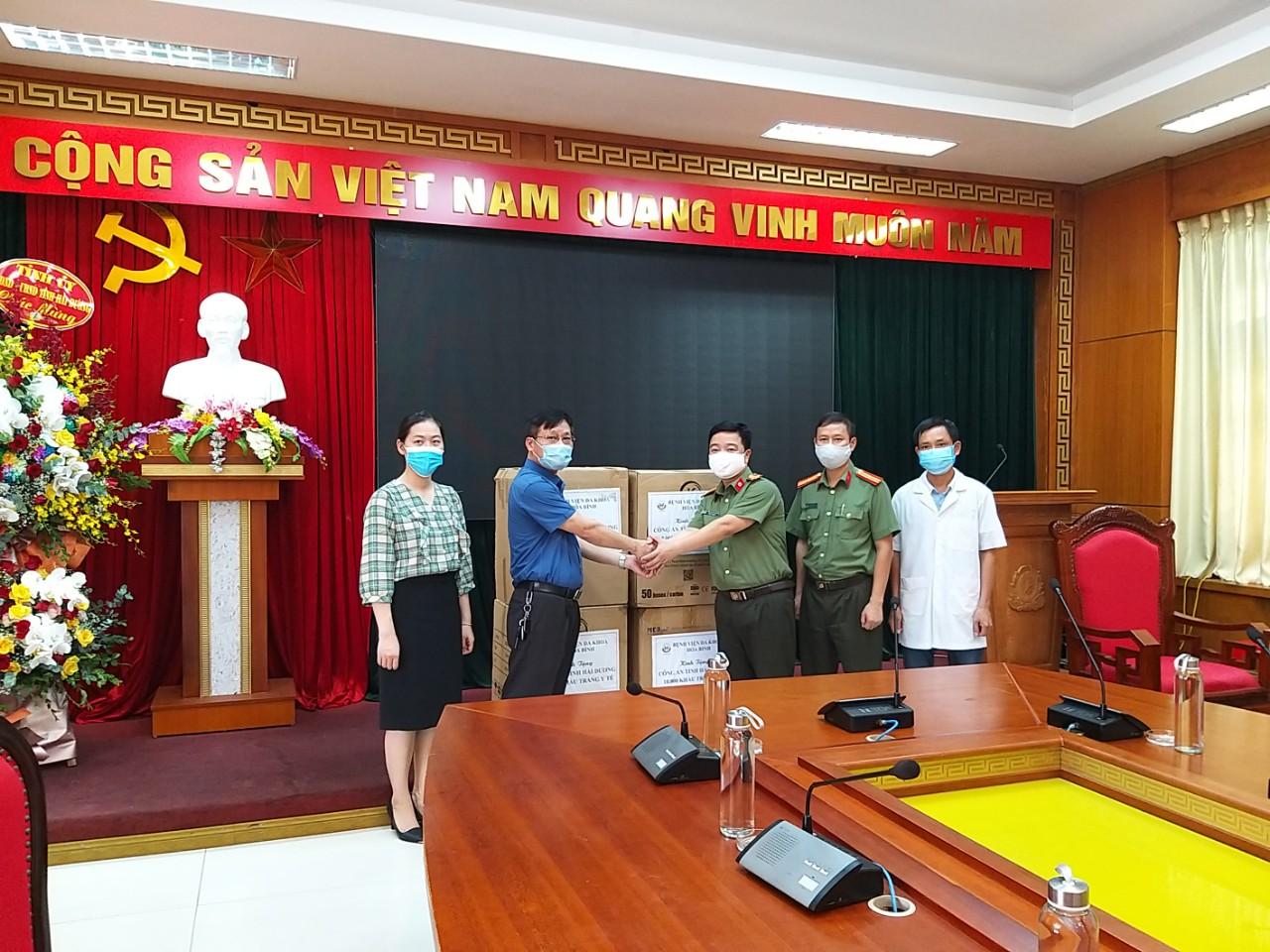Bệnh viện đa khoa Hoà Bình - Chung tay đẩy lùi dịch bệnh SARS-CoV-2